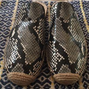 NWOT Tory Burch Roccia Snake Print Mules
